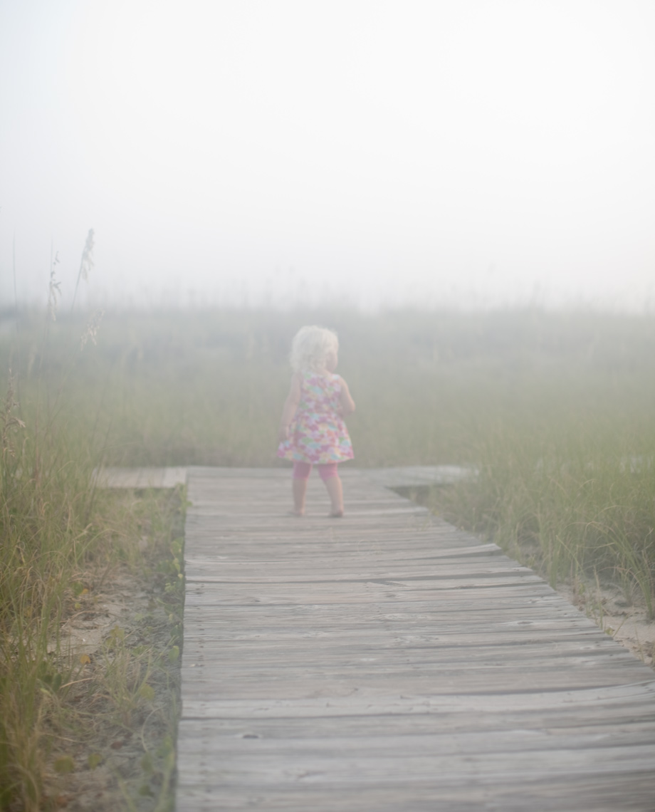 kid_beach_fog.jpg